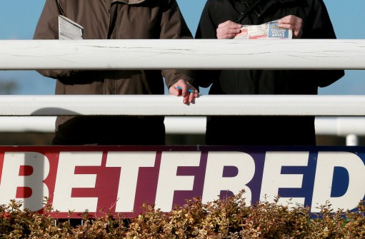 Horse Racing - Betfred Classic Chase Day - Warwick Racecourse