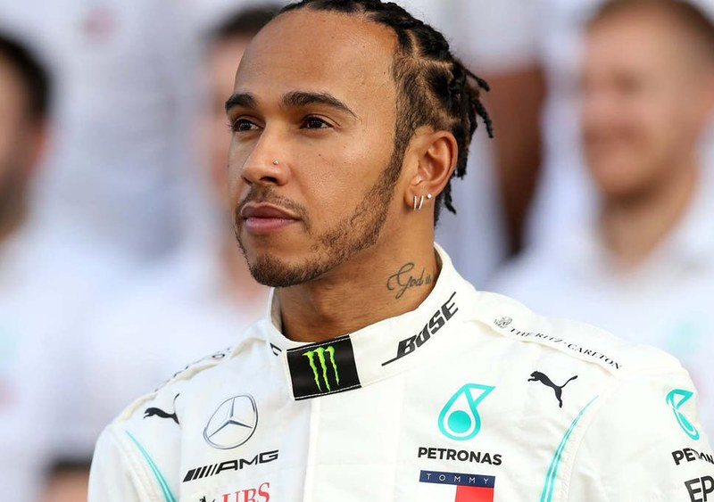 Hamilton fires warning to F1 title rivals